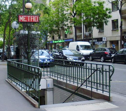 Métro Avenue Emile Zola